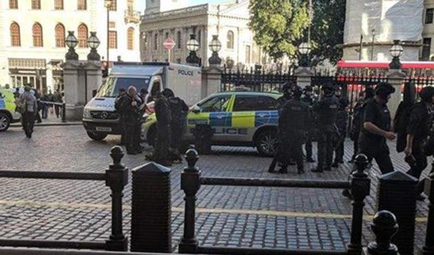 Londra'da bomba paniği