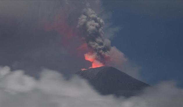Agung Yanardağı'ndaki patlamalar nedeniyle tahliye sayısı artıyor