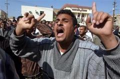 Bağdat'ta Binlerce Kişi Baskıları Protesto Etti