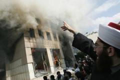 Lübnan'da Danimarka Elçiliği Ateşe Verildi