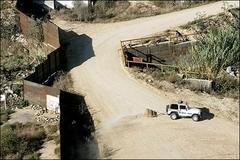 ABD Meksika sınırına duvar örüyor