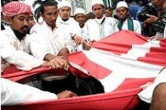 Cami alanına domuz kanı döküldü