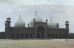Pakistan'da camiye roketli saldırı