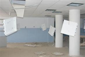 Yıllardır hizmete açılmayan okul yağmalanıyor
