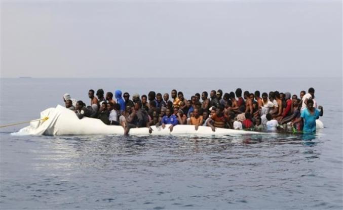 104 kaçak göçmen boğulmaktan kurtarıldı