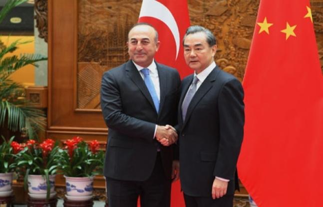 Çavuşoğlu'ndan Çinli mevkidaşına telefon