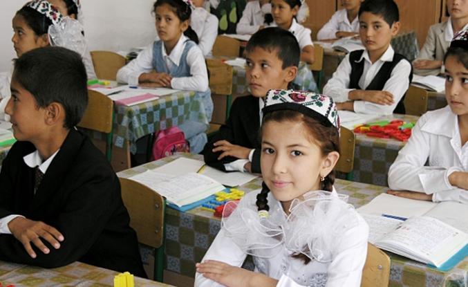 Özbekistan'da okullarda kıyafet düzenlemesi