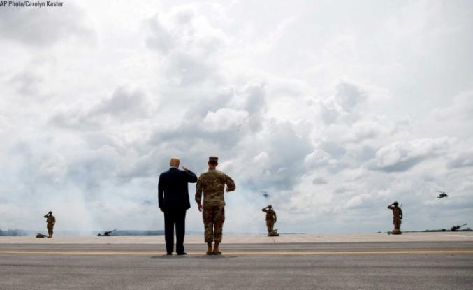 Trump Pentagon'a rağmen Savunma bütçesini imzaladı