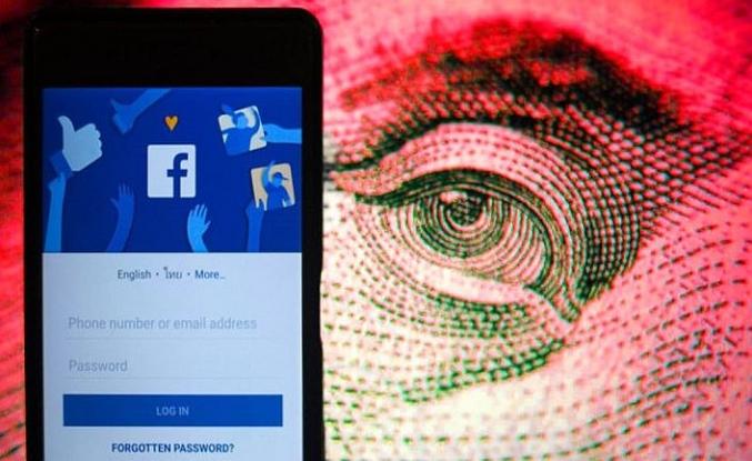 Binlerce kişinin Facebook yazışmalarını satıyorlar