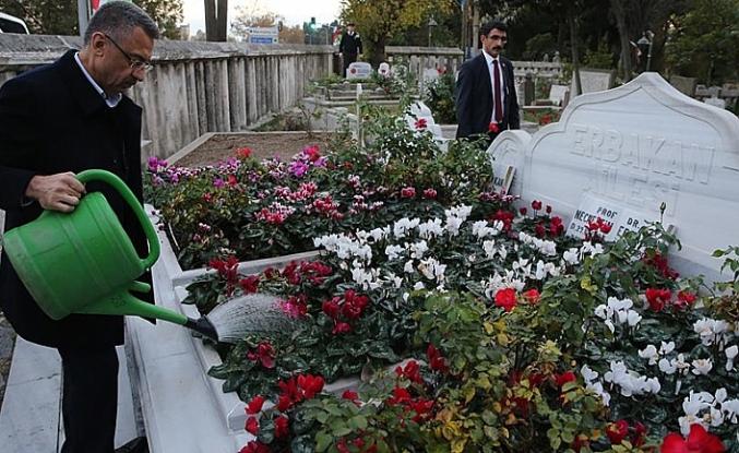Fuat Oktay Erbakan'ın kabrini ziyaret etti