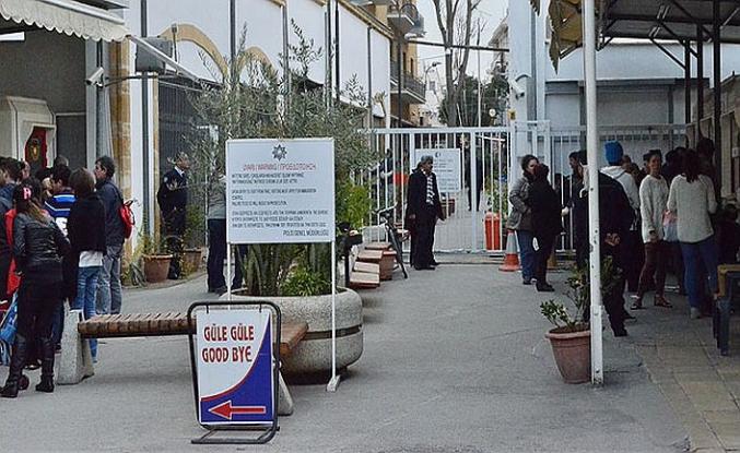Kıbrıs'da Derinya ve Aplıç sınır kapıları eş zamanlı açıldı