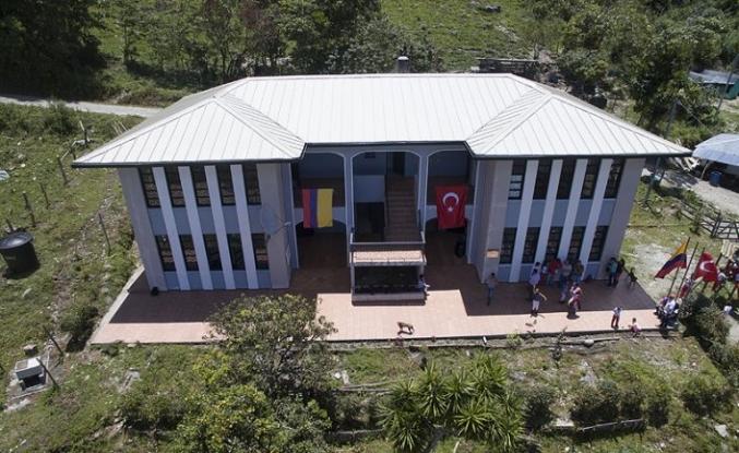 Köylerine okul inşa eden Türkiye'ye müteşekkirler