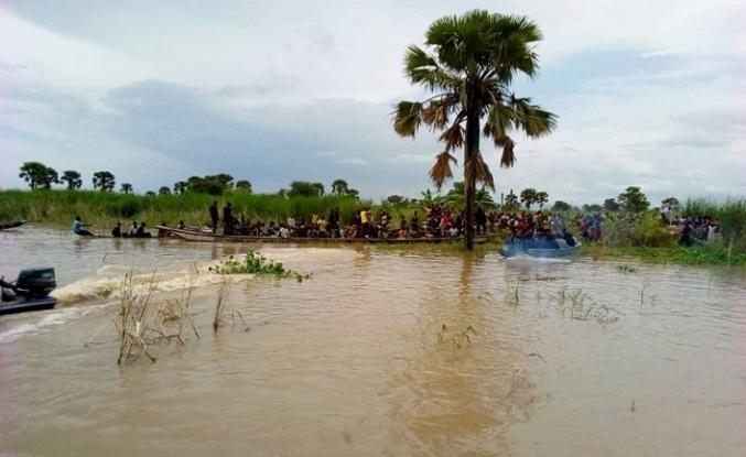 Nijerya'da kapasitesinin üzerinde taşıma yapan yolcu teknesi battı