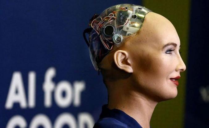 Robotlara vatandaşlık bir kez daha gündemde