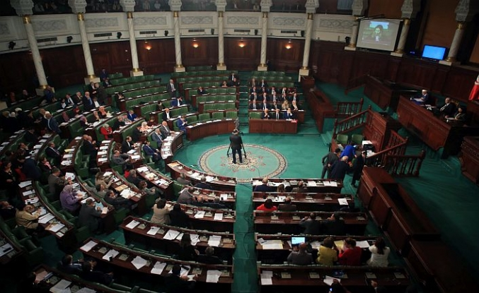 Tunus'ta yeni kabine güvenoyu sınavında
