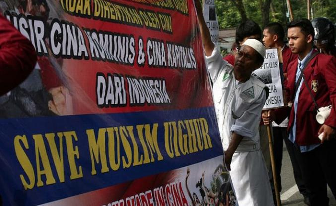 Endonezyalılar Doğu Türkistan için Çin Büyükelçiliği önünde toplandı