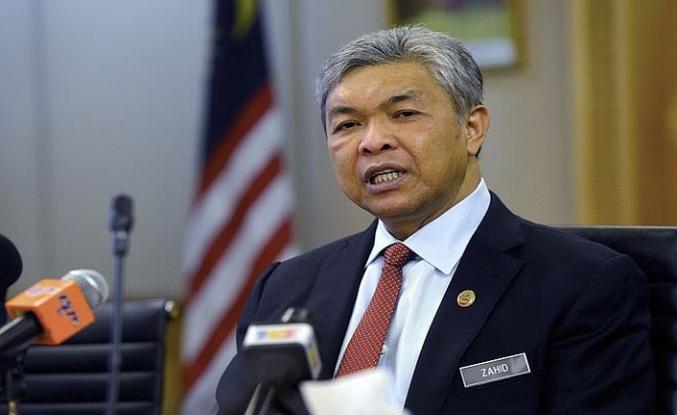 Malezya'da muhalif lider istifa etti