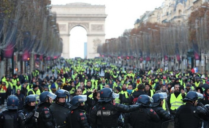 Sarı yeleklilerin gösterilerinde 'yaya kameralı' polis dönemi
