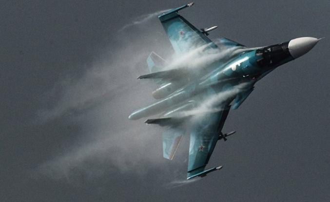 Su-34 savaş uçakları havada çarpıştı