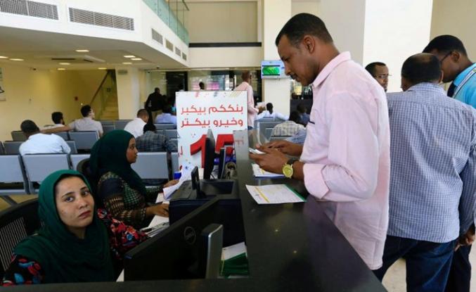 Sudan'da devlet çalışanlarının maaşlarına zam