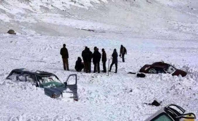 Tacikistan'da çığ düştü