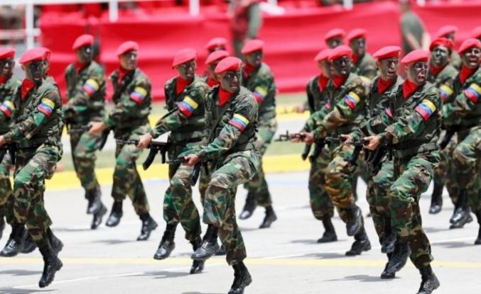 Venezuela ordusu tarafını seçti