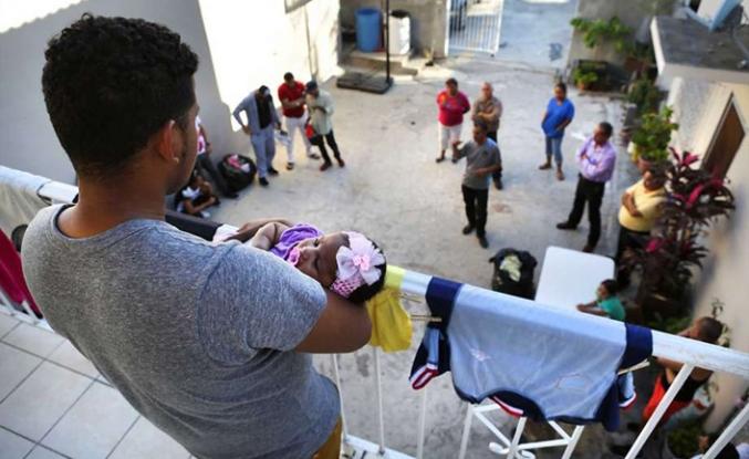 90 Kübalı mülteci göçmen merkezinden kaçtı