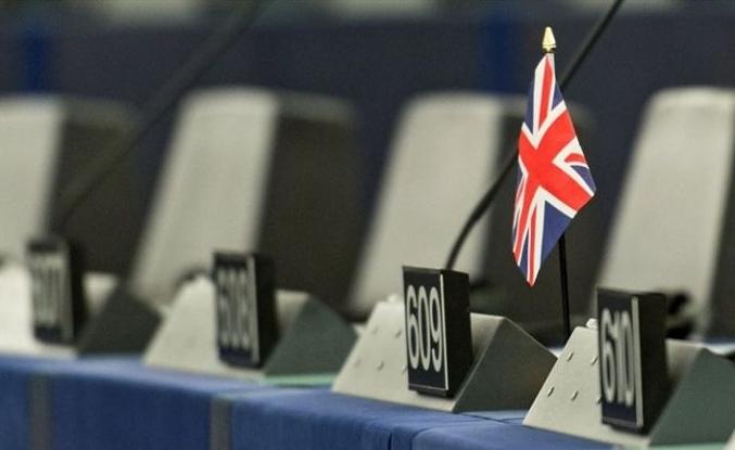 İngiltere'de AP seçimlerinde aşıcı sağcılar önde