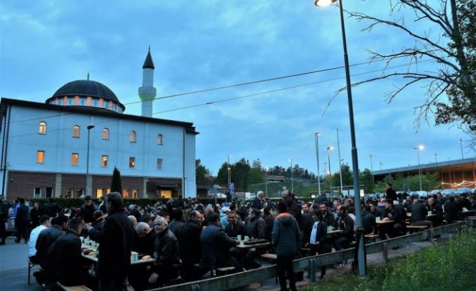 YTB'den İsveç'te iftar programı
