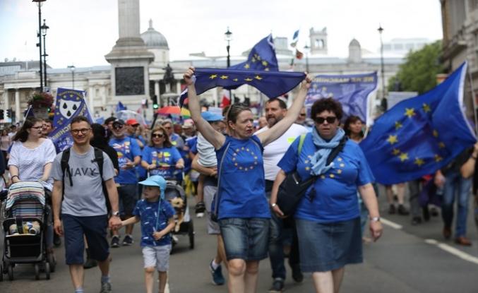 Brexit karşıtları yürümeye devam ediyor