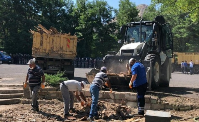 Kapadokya'da baraka tipi 4 iş yeri yıkıldı