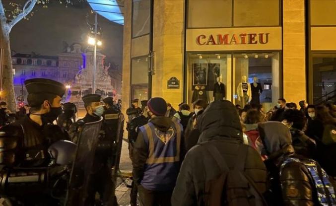 Paris'te sığınmacıların tahliyesinde yaşanan arbedeye soruşturma