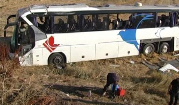 Bir yolcu otobüsü daha devrildi: Onlarca yaralı var