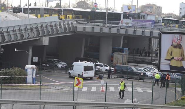 Zincirlikuyu Metrobüs durağında bomba paniği