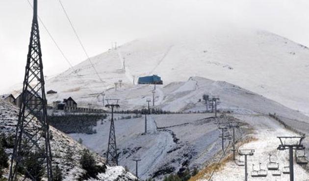 Erzurum'da şaşırtan kar