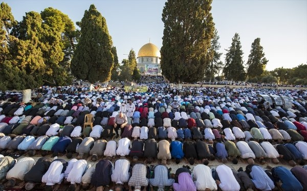 100 bin Müslüman bayram namazını Mescid-i Aksa'da kıldı