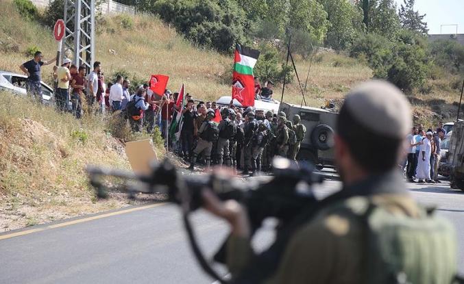 İsrail askerleri zulme doymuyor