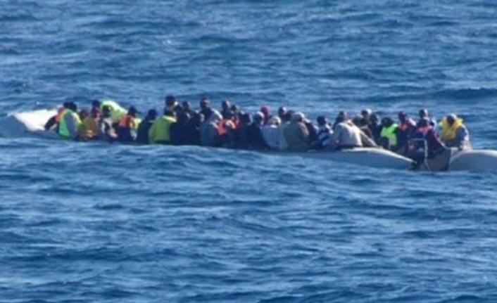 Arızalı şişme bottaki 165 göçmen kurtarıldı