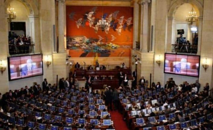 Kolombiya'da FARC ilk kez meclise girdi