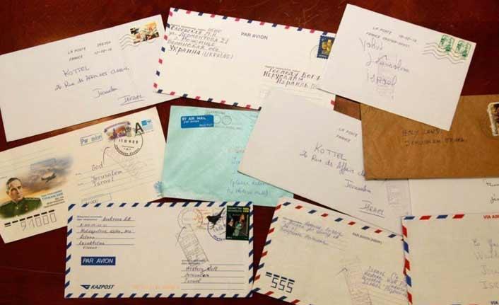 İsrail Filistinlilerin yıllanmış mektuplarını iade etti