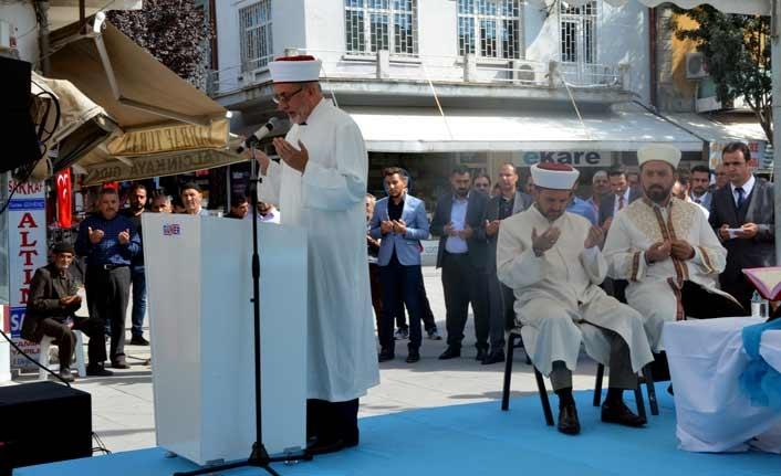 Ahiler dükkanlarını 800 yıllık çarşı duası ile açtı