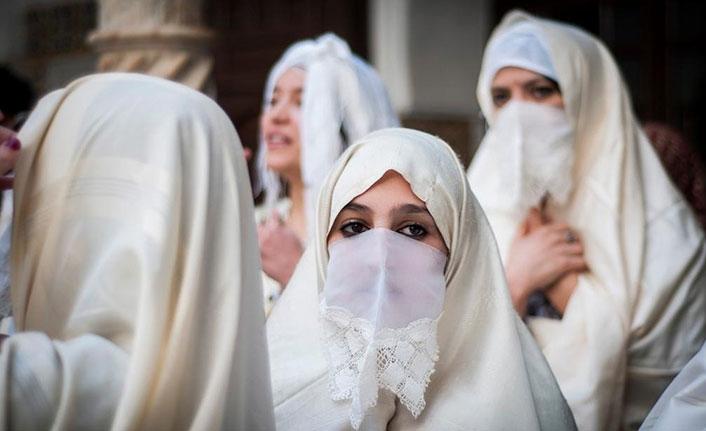 Cezayir'de peçe yasağı