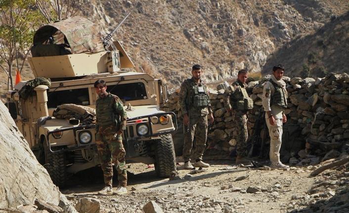Taliban askeri kampa saldırdı: 12 ölü