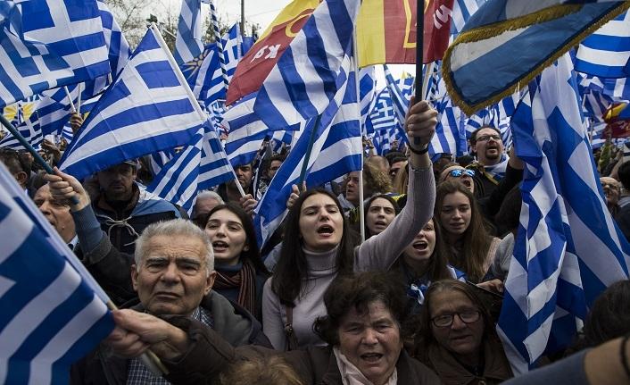 Yunanistan'da aşırı sağcılar meydana indi