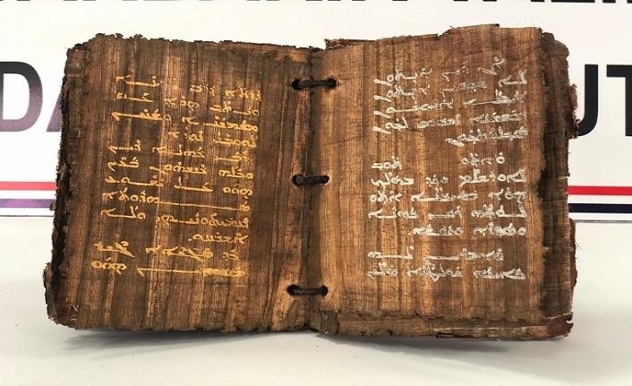 Altın ve gümüş yazmalı 1300 yıllık eser ele geçirildi