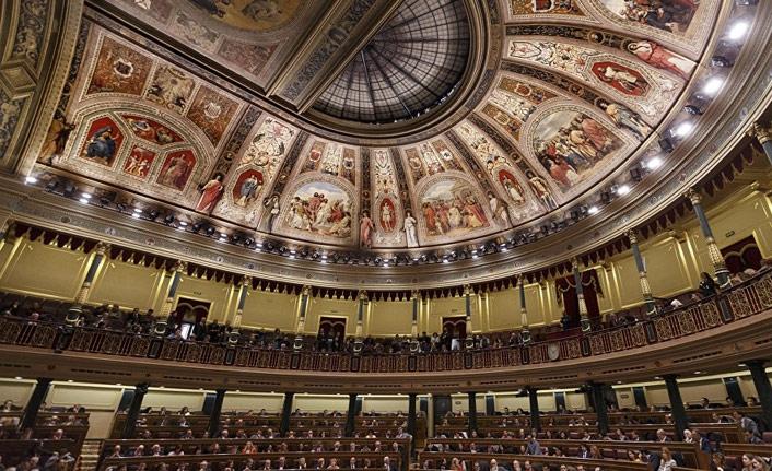 Katalan siyasetçilerin milletvekilliklerinin askıya alınması isteniyor