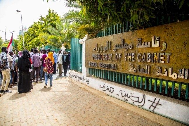 Sudanlı göstericiler: Askeri bölge komutanı istifa et