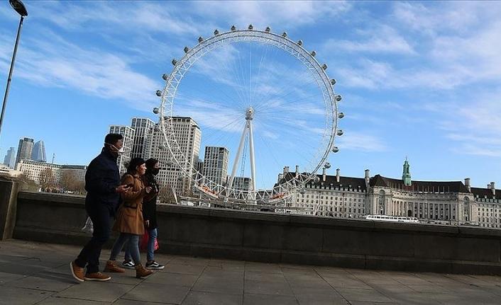 İngiltere'de günlük Kovid-19 vaka sayısında rekor