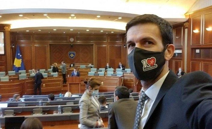 Meclis oturumuna 'Hz. Muhammed'i seviyorum' yazılı maskeyle geldi