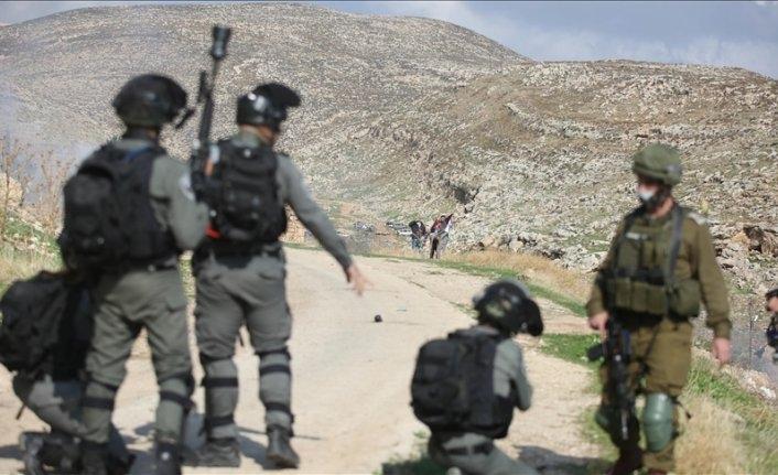 İşgalci İsrail güçleri Filistinliler'e saldırdı